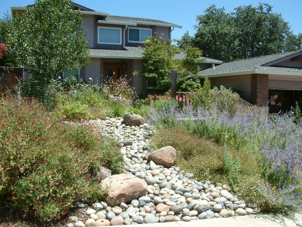 Smooth river rock and garden for Smooth river rocks for landscaping